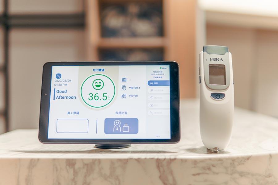 防疫科技產品「即時康」針對於疫情現況提供「量額溫即打卡」的功能,可供企業協助員工自主健康管理。圖/業者提供