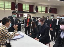 藥廠求才若渴 20家廠商戴口罩面試中華醫大生