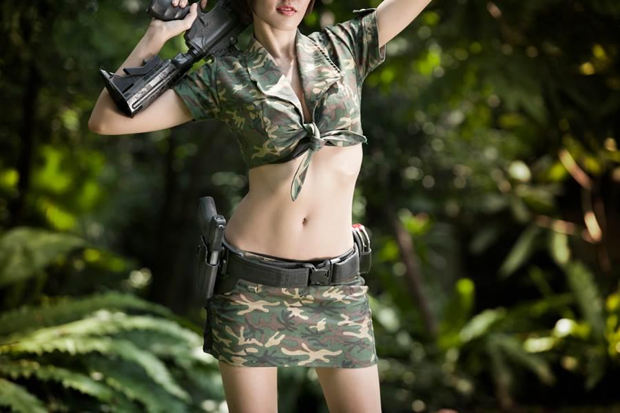 越南正妹軍官拍寫真 脫下軍服粉絲淪陷(示意圖/非當事人/達志影像)