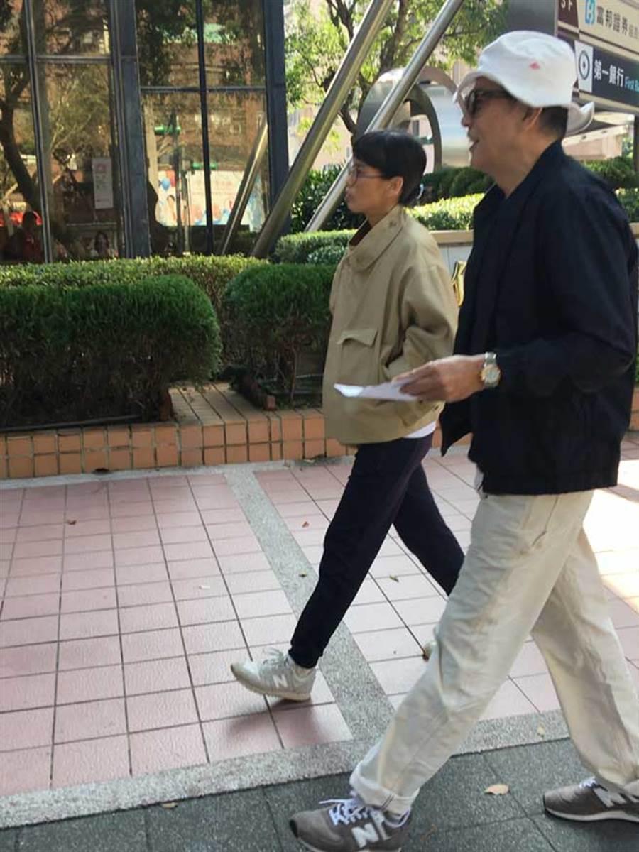 秦漢今年難得現身,在女兒陪同下出門投票。(中時資料照片)