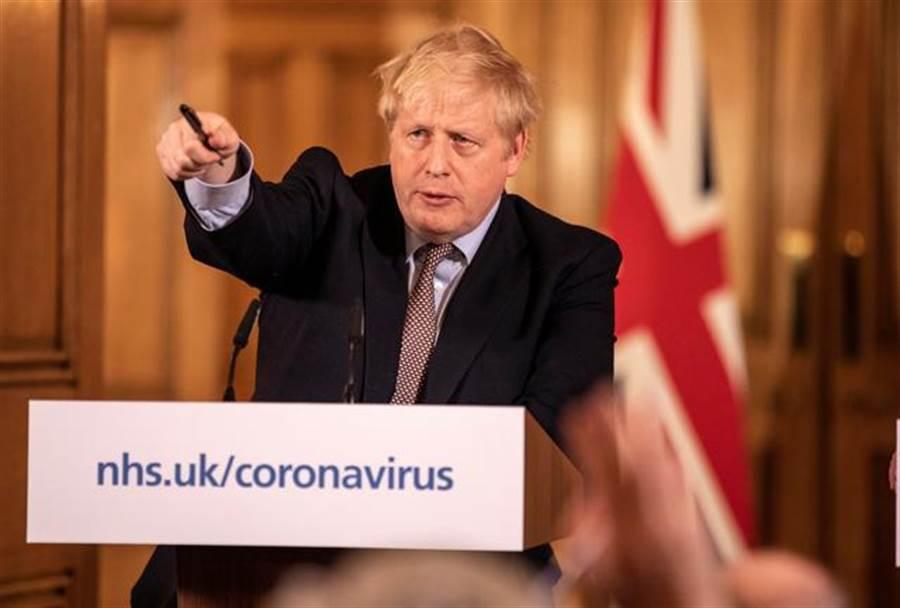 英國首相強生宣布20日起全面停課。(圖/路透社)