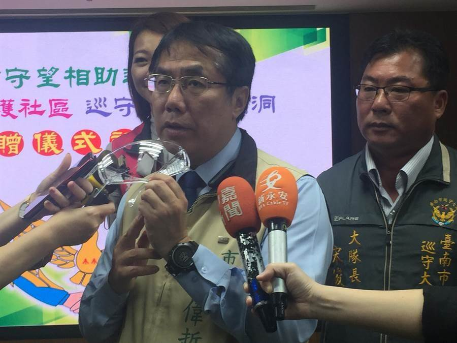 台南市長黃偉哲說,已經緊急連繫2人,依照公務員服務法命令停止休假,2人都決定立即返國。(資料照片 曹婷婷攝)