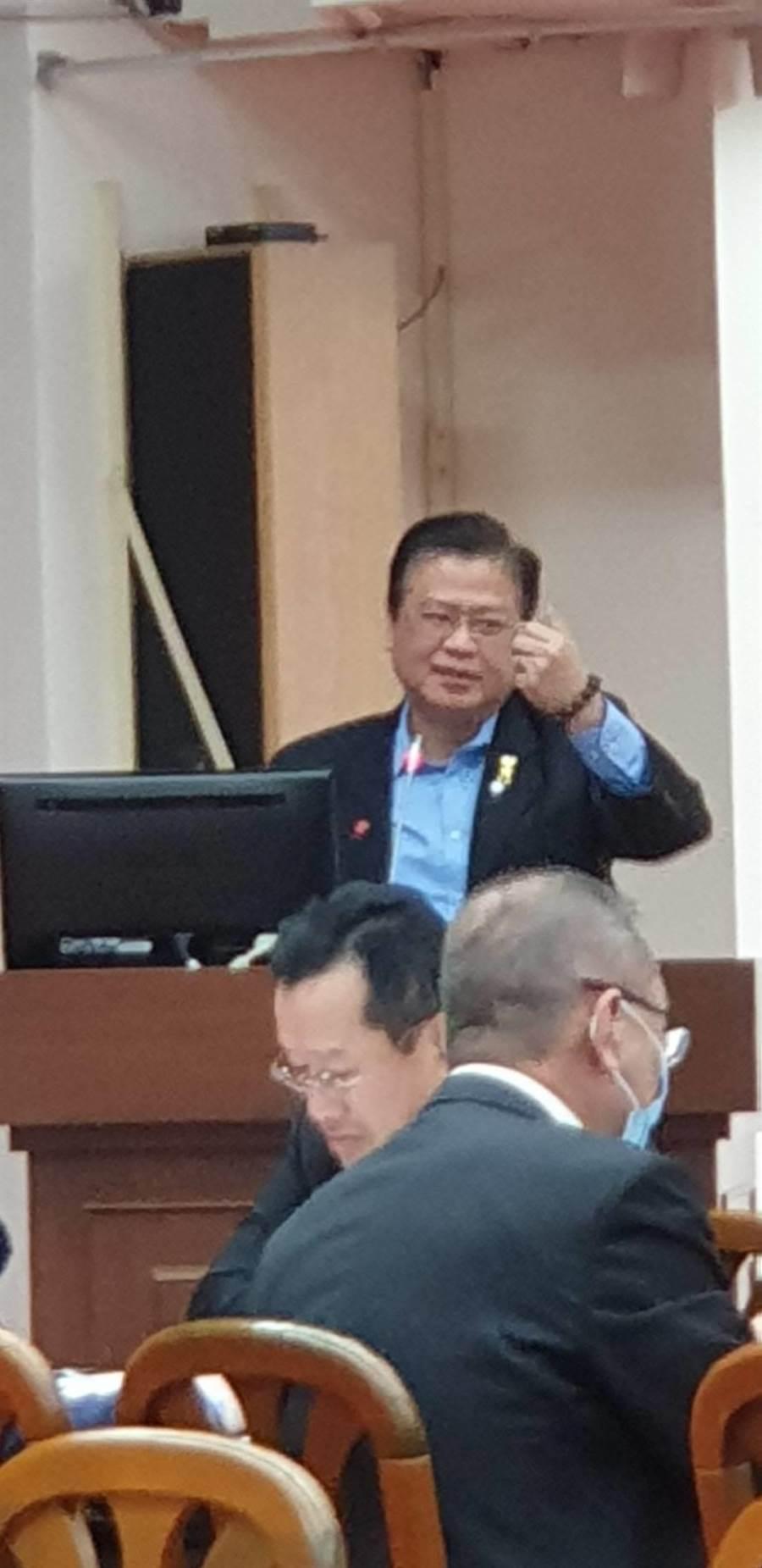 救助產業,商總副理事長許舒博提四大建議。(王莫昀攝)
