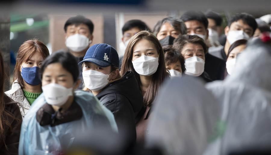 韓國今日確診人數較18日增加152例,死亡人數增至92例。(新華社照片)