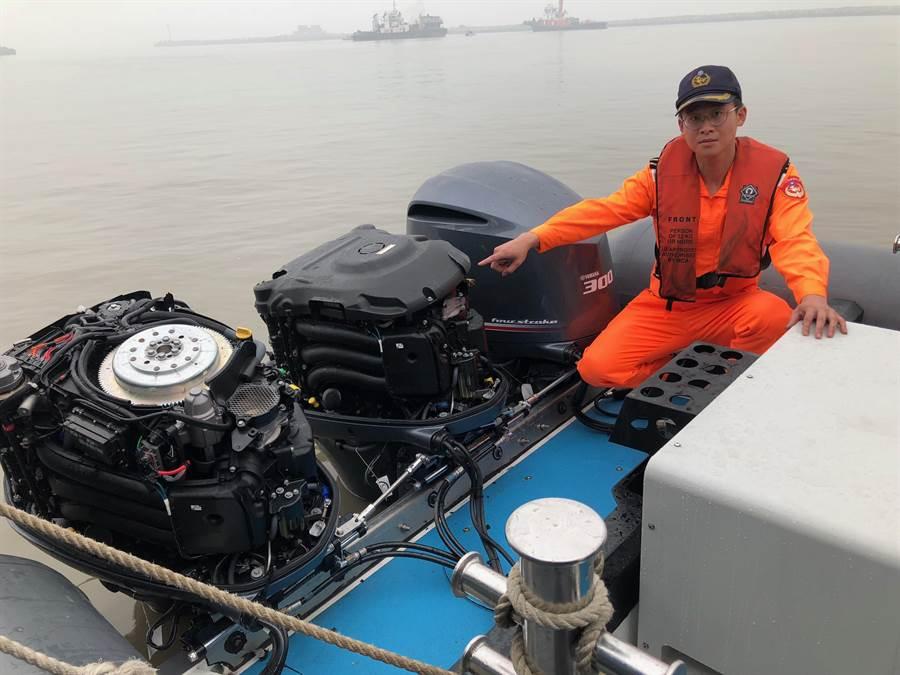 金門海巡與越界大陸漁船海戰,海巡1艘快艇的2具舷外機遭撞受損。(李金生攝)