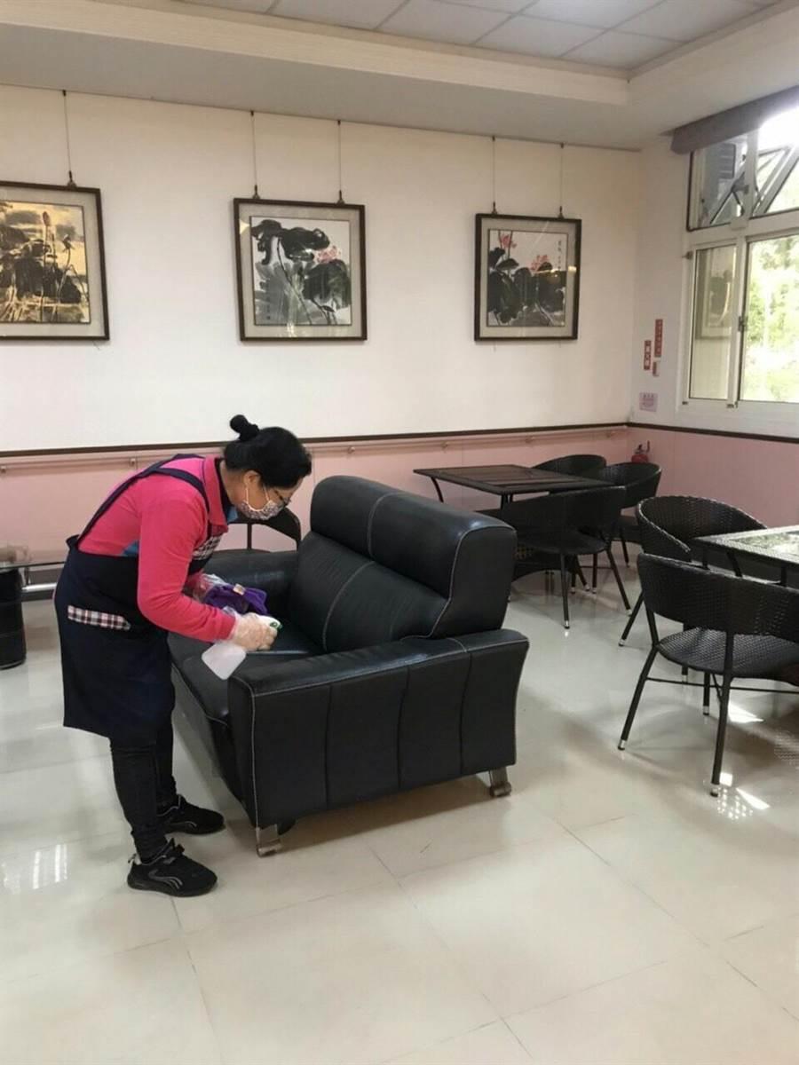 台灣新冠肺炎疫情遭受第二波境外移入案例衝擊,彰化縣針對長照機構超前部署,防疫規格再加嚴。(彰化縣衛生局提供/謝瓊雲彰化傳真)