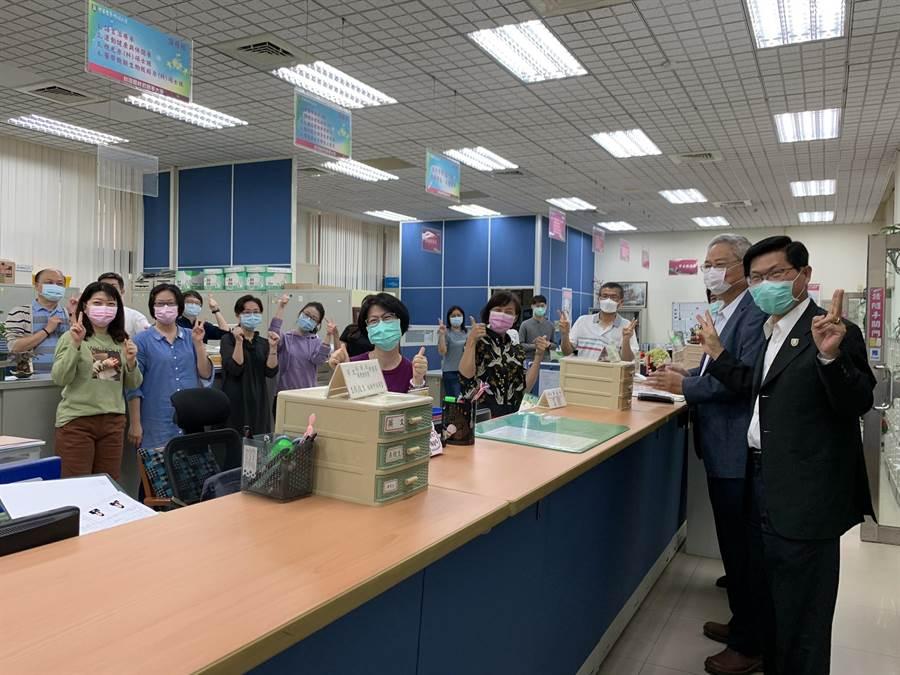 中華醫事科技大學4月起將為68名職員調薪6%。(曹婷婷攝)