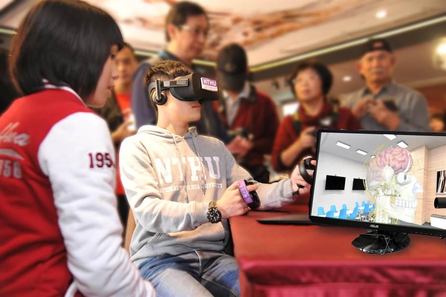 清華大學醫學科學系引進VR虛擬實境人體解剖系統(清大提供)