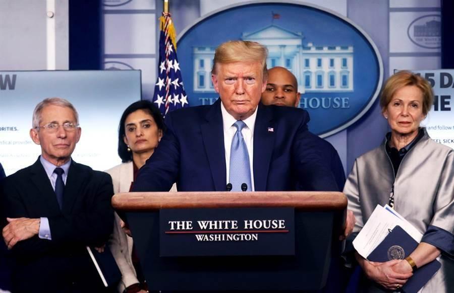 新冠肺炎病毒源自哪裡?美國總統川普3月16日晚間,首度在推特發文將新冠肺炎病毒稱為「中國病毒」。(圖/路透社)