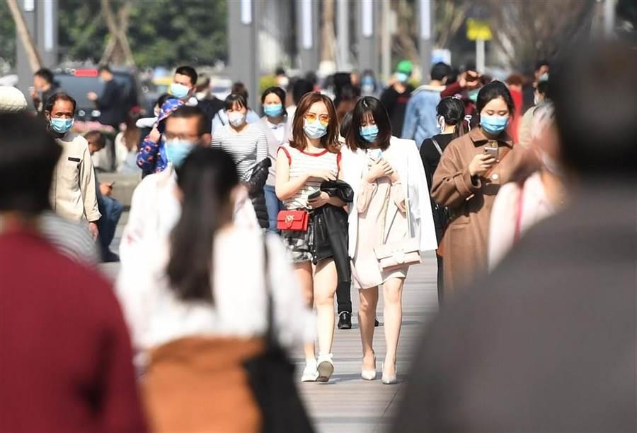 疫情延燒,大陸有科技公司開發出戴口罩識別人臉系統(中新社)