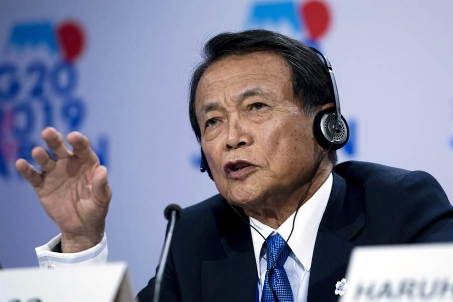 新冠肺炎疫情恐衝擊東京奧運,日本副首相麻生太郎18日公開表示,東奧被詛咒了,因為每40年就會出現問題。(資料照/美聯社)