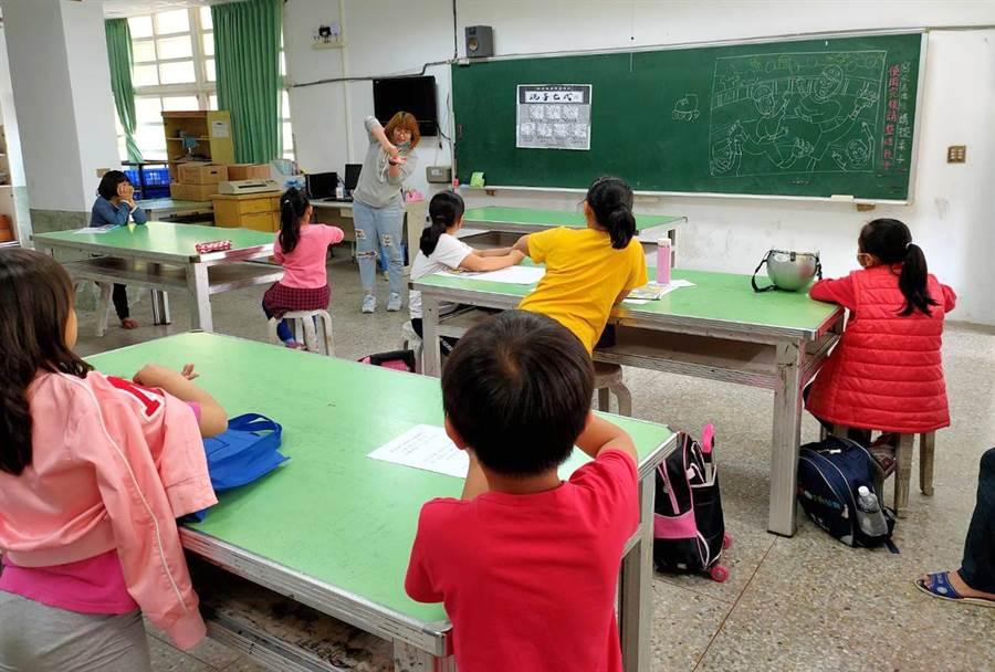 台灣世界展望會呼籲,社會大眾一同關懷國內弱勢家庭兒童的防疫需求,捐款支持「國內弱勢家庭健康防疫計畫」。(展望會提供/林良齊台北傳真)
