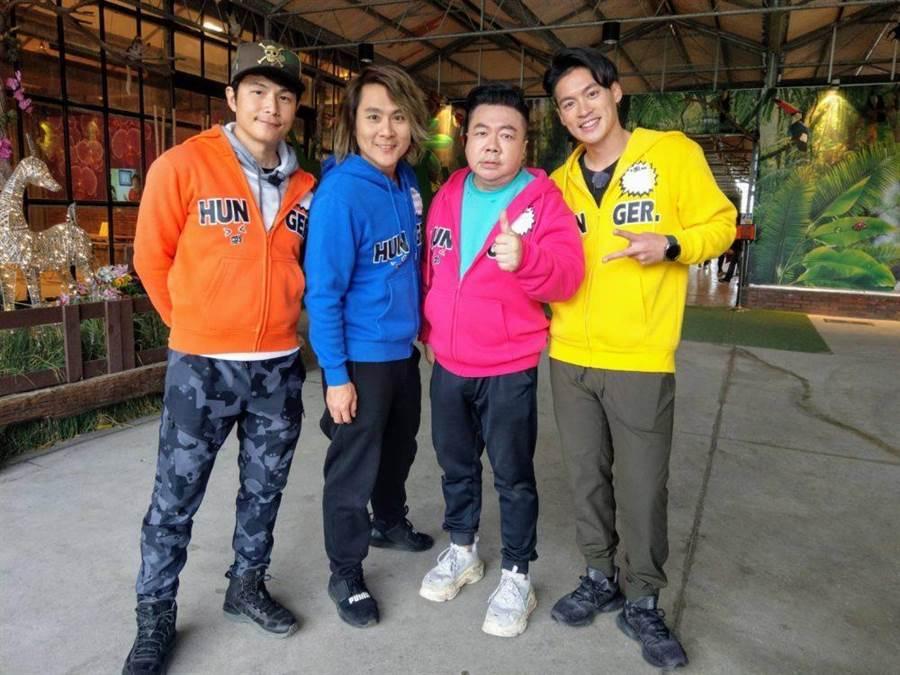 孫協志(左起)、王仁甫、董志成與許孟哲開心合照。(中視提供)