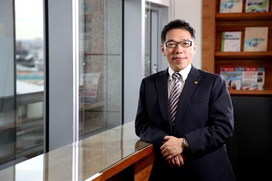 台灣金融研訓院院長黃崇哲呼籲政府,祭出更明確的擴張性財政政策,讓人民安心也幫助產業轉型。圖/研訓院