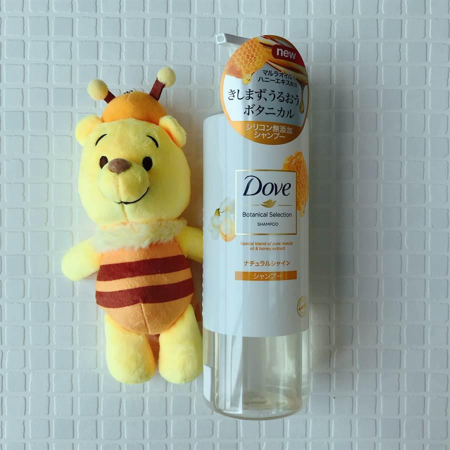 蜂蜜輕盈柔亮洗髮露NT329,適合無光澤受損髮。(圖/邱映慈攝影)