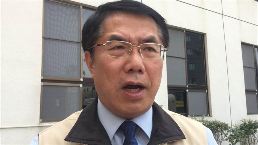 黃偉哲說,台南市政府公務人員即日起出國都不准假。(曹婷婷攝)