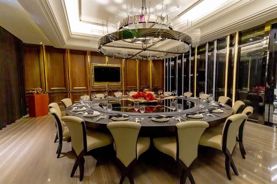 2樓可容納24人的風雲宴會餐廳是家族聚會與宴請賓客的絕佳場所/圖片為本報攝