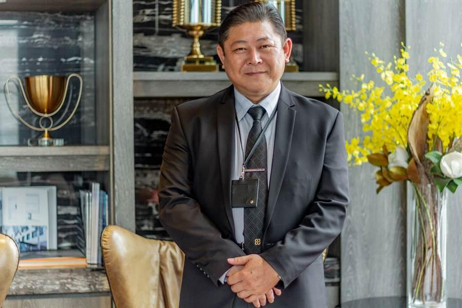 特別採訪巴巴事業/業務部王秉逸協理,由他來解說中央花園的規劃/圖片為本報攝