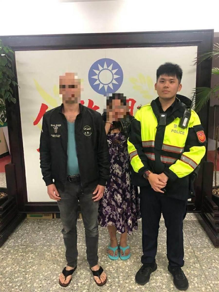外籍情侶護照遺失,金山分局員警協助幫忙。(新北市金山分局提供/張睿廷新北傳真)