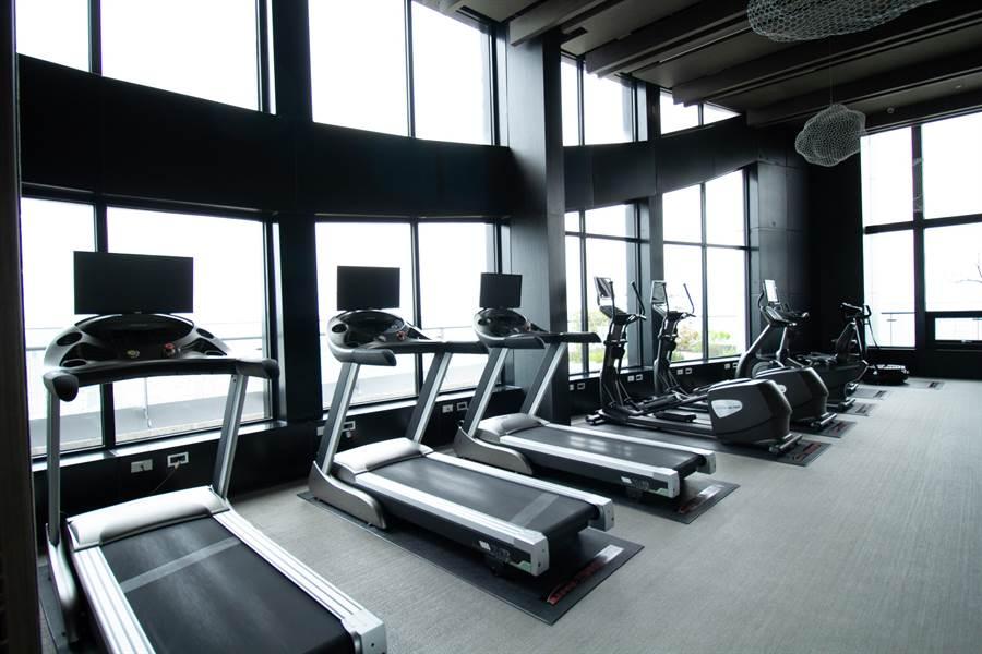 ▲頂樓健身房亦為住戶常使用的公設之一/圖片為本報攝