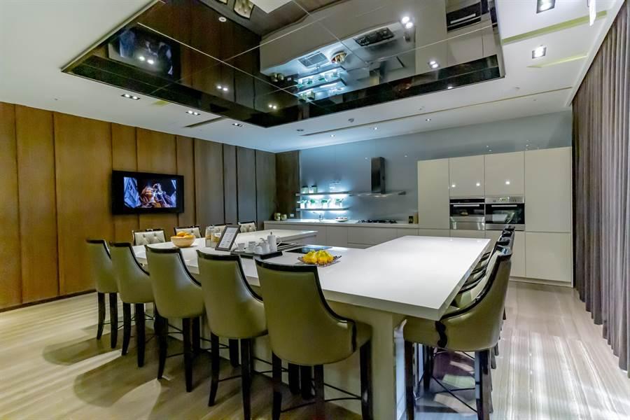 ▲2樓廚藝教室是許多家庭主婦喜愛的場所,在這裡可以開設各類型烹飪課程/圖片為本報攝