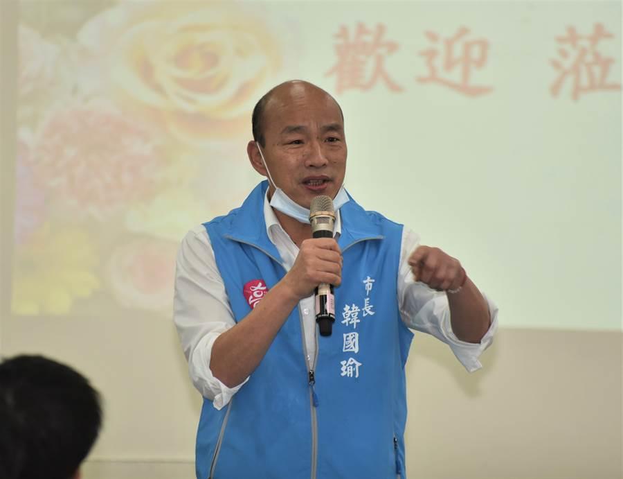 高雄市長韓國瑜19日下午出席楠梓區里業務會報,他說,對於能幫民眾解決事情,他覺得很快樂。(林瑞益攝)