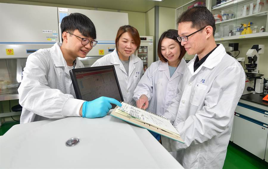 工研院團隊開發治療癌症的「仿生多突狀磁珠製備技術」,可望為台灣下世代免疫細胞療法增添治療新利器。(工研院提供/羅浚濱新竹傳真)