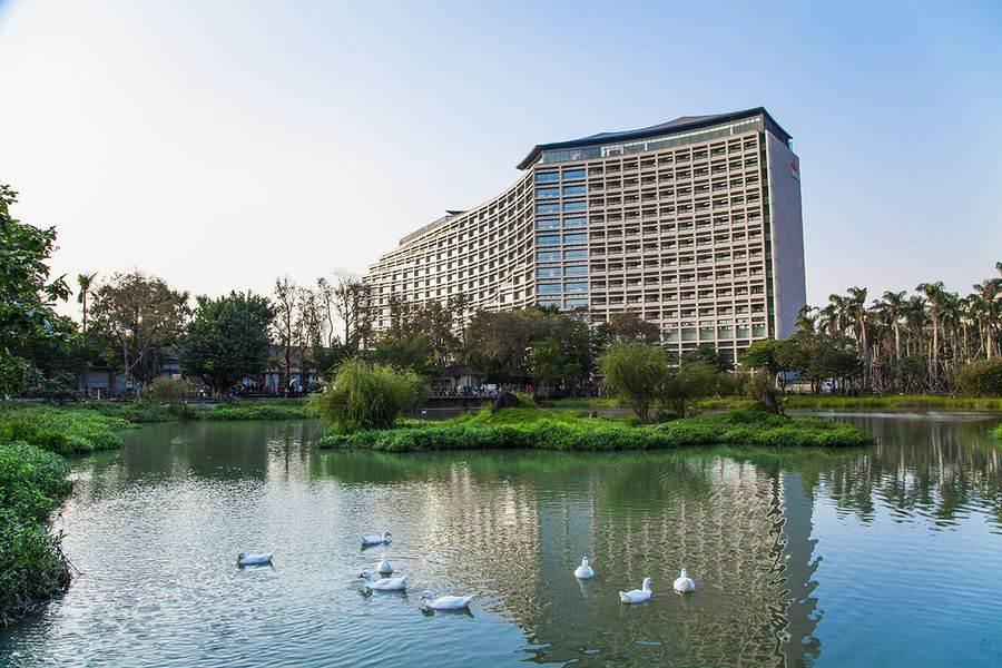 誠品行旅走出飯店即可零距離擁抱松山文創園區的自然綠意。(誠品行旅提供)