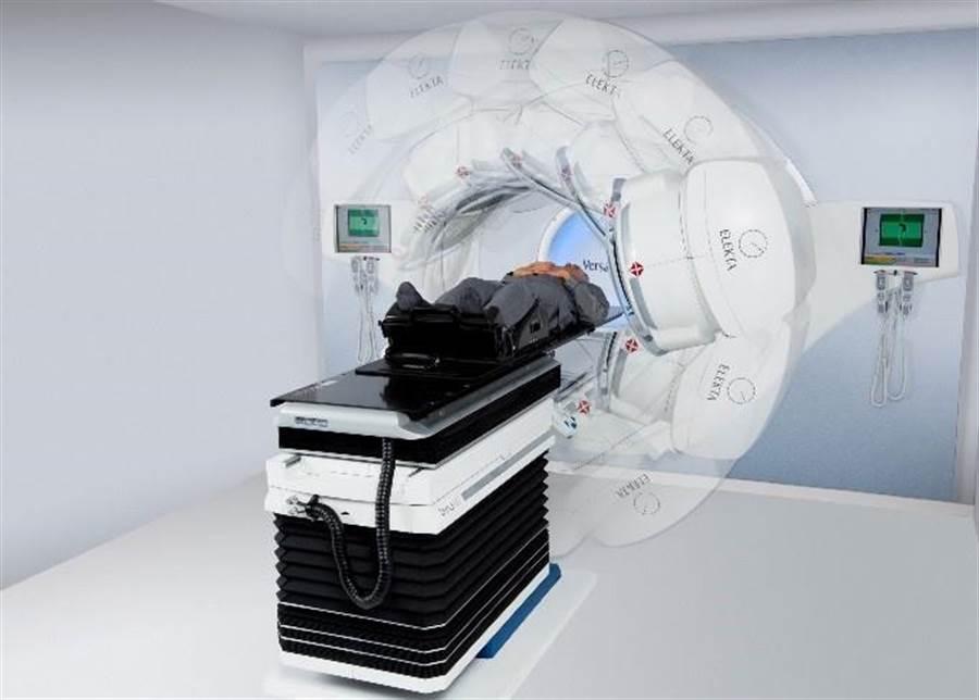 「立體定位消融放射手術」可針對腫瘤達到「快、狠、準」的治療效果,不用麻醉、副作用低。(圖/恩主公醫院提供)