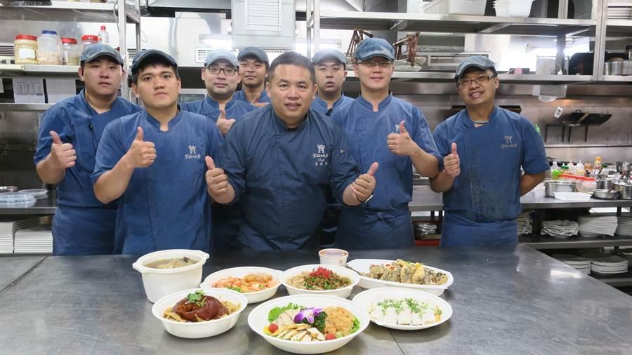 業者今年首創推出「清明祭祖宴」同樣七道菜,價格卻僅為外帶年菜的6折優惠。(謝瓊雲攝)
