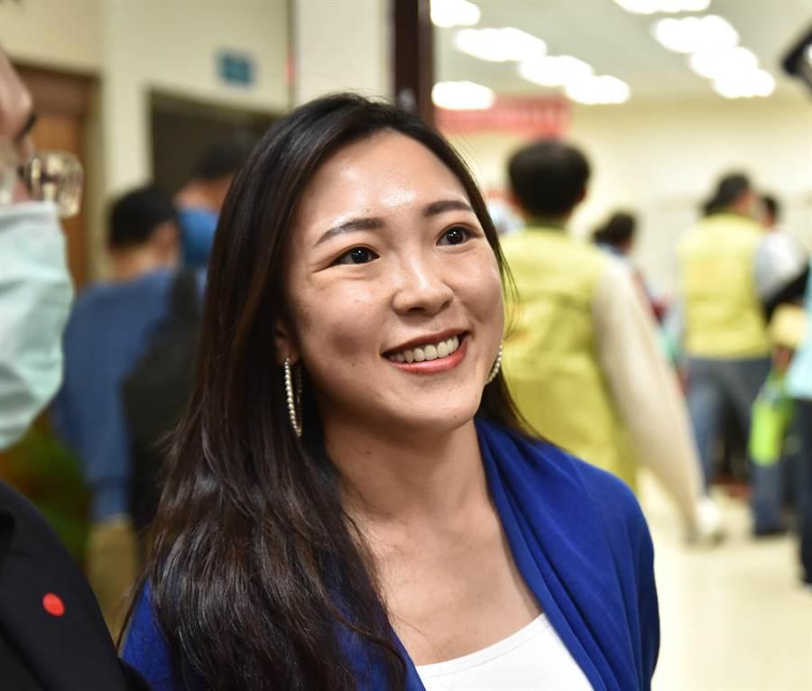 高雄市政府副發言人白喬茵19日對於韓國瑜是否與王金平吃火鍋,她以韓國瑜的私人行程為由,不便回應。(林瑞益攝)