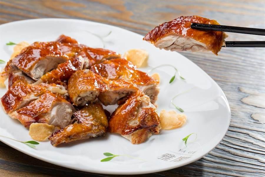 雅閣中餐廳的經典「雅閣脆皮雞」也被列為外帶單點餐單內。(台北文華東方酒店提供)