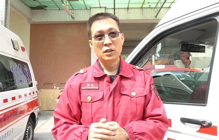 中市消防局第六救災救護大隊南屯分隊長謝嘉益指出,高規格且繁複的防疫措施,就是要讓疫情有效控管,以維護市民健康安全。(黃國峰攝)