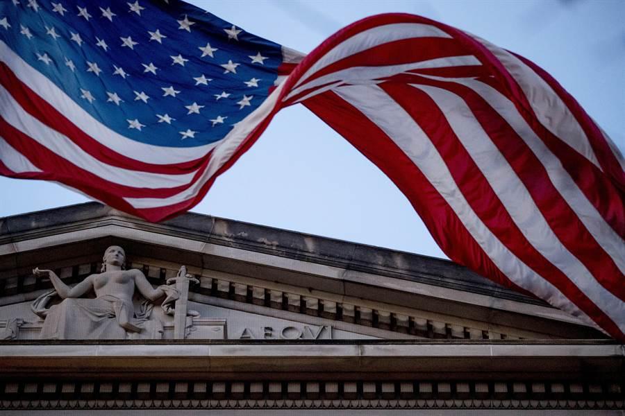 美國國務院宣布,因新冠疫情暫停所有美國使領館常規簽證服務。圖為美國國務院。(圖/美聯社)