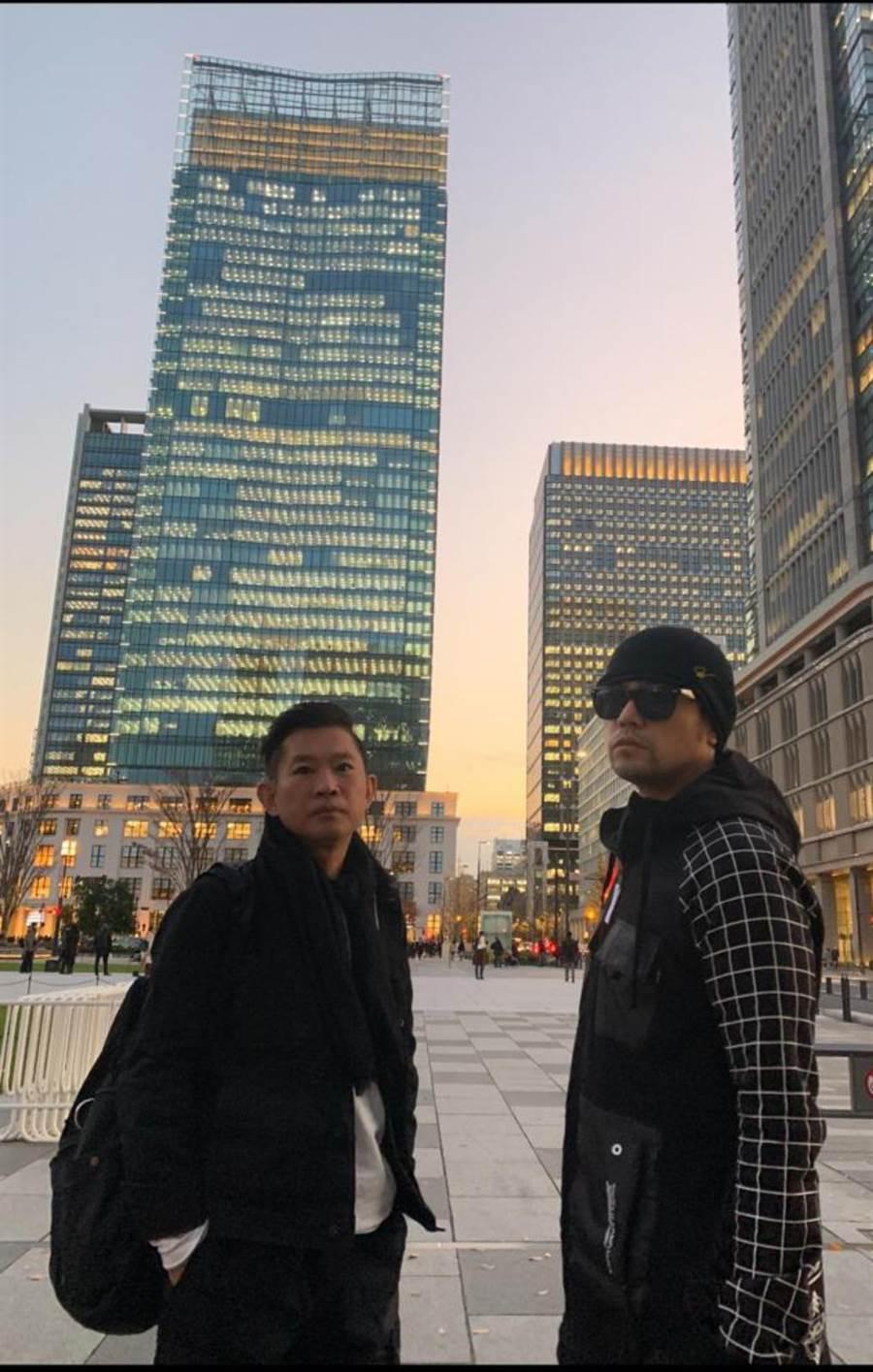 杜國璋(左)與周杰倫多年合作不僅是工作夥伴,也是好友。(杜國璋提供)