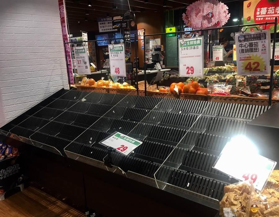 除了衛生紙,生鮮蔬果也成為民眾搶購目標 (圖/資料照、郭家崴攝)