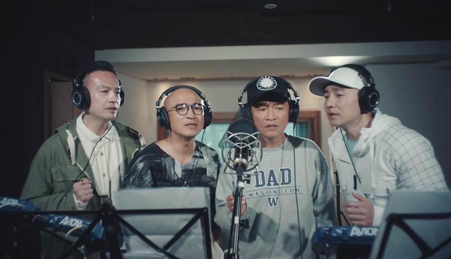 「咻比嘟嘩」鐘昀呈(左起)、倪子鈞、吳宗憲、劉畊宏獻唱〈同一個氣息〉。(彩虹天堂提供)
