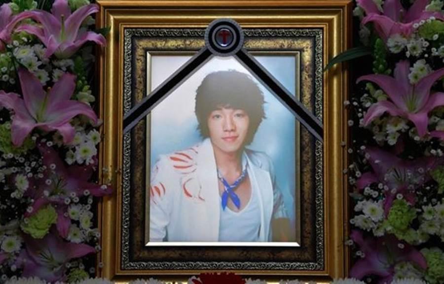 韓星文智允急性敗血症送醫兩天過世,韓網質疑是因新冠肺炎過世。(圖/翻攝自韓網)