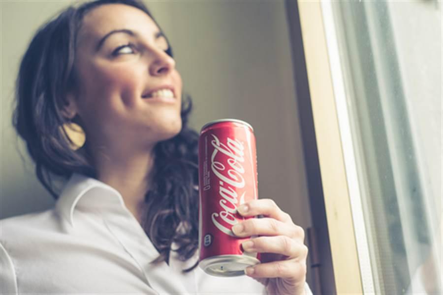 可樂細罐被認為比較時尚(圖片取自/達志影像)