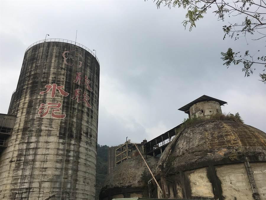 營運超過40年的欣欣水泥嘉義廠因水泥產業萎縮,多年前已拆除部分廠房機具,現轉型為觀光工廠。(張亦惠攝)