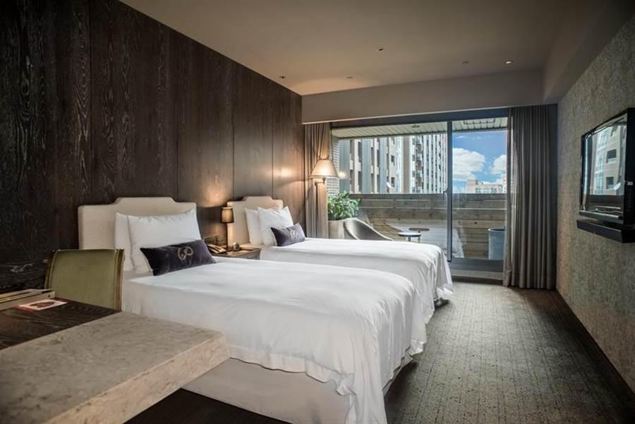 雲朗觀光各飯店推出「把安全留給家人」住房優惠專案,其中台北君品酒店純住房每晚2500元。(圖/雲朗觀光提供)