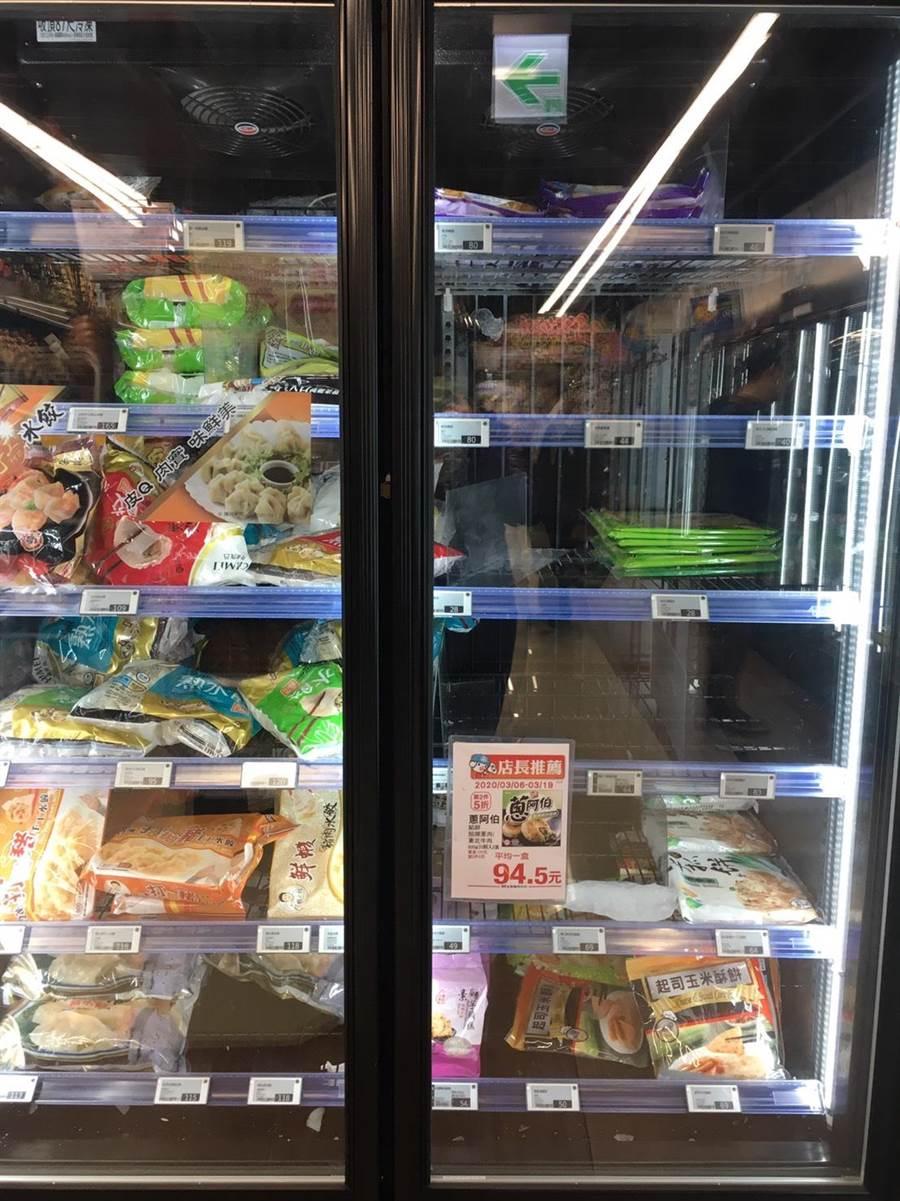 全聯水餃和蔥抓餅被搶購。(郭家崴攝)