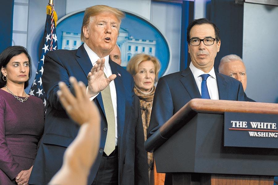 美國財務部長穆努欽(右)昨日表示,該部門已提出1項1.2兆美元(約台幣36兆元)的振興經濟措施,如果國會拒絕支持這項計畫,美國失業率恐會創下大蕭條後的最高紀錄。(美聯社)