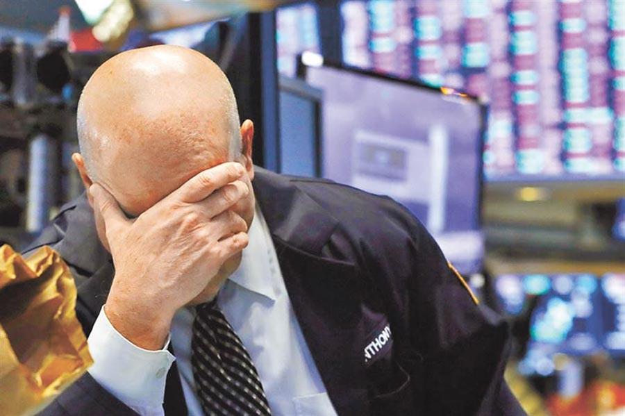 新冠肺炎疫情在美國蔓延,對股市、經濟而言是「雪上加霜」。(美聯社)