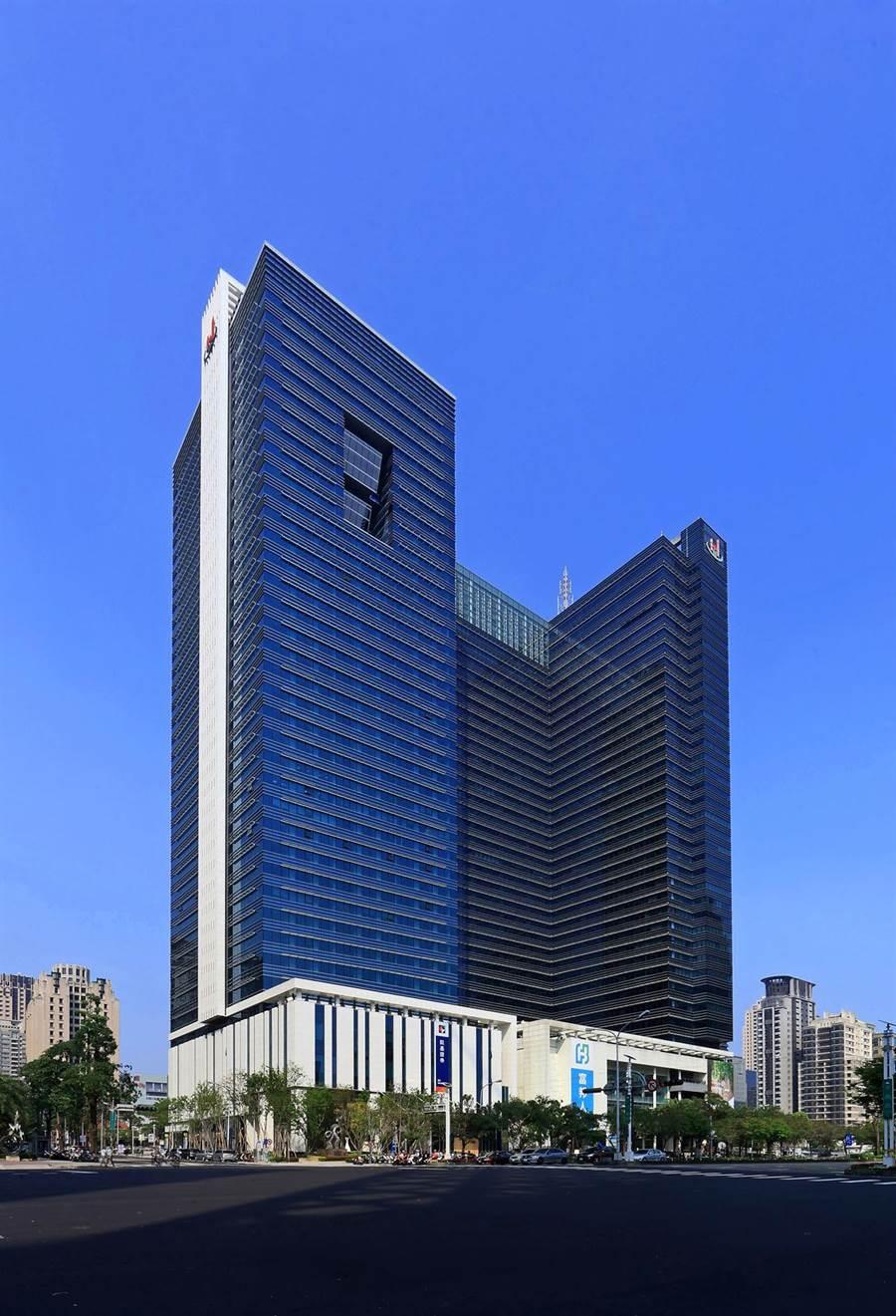 豐邑機構在台中市七期市政特區的兩棟商辦大樓,具備市政路交通與政經中心的優勢,吸引國內外客戶搶租。(豐邑機構提供/盧金足台中傳真)