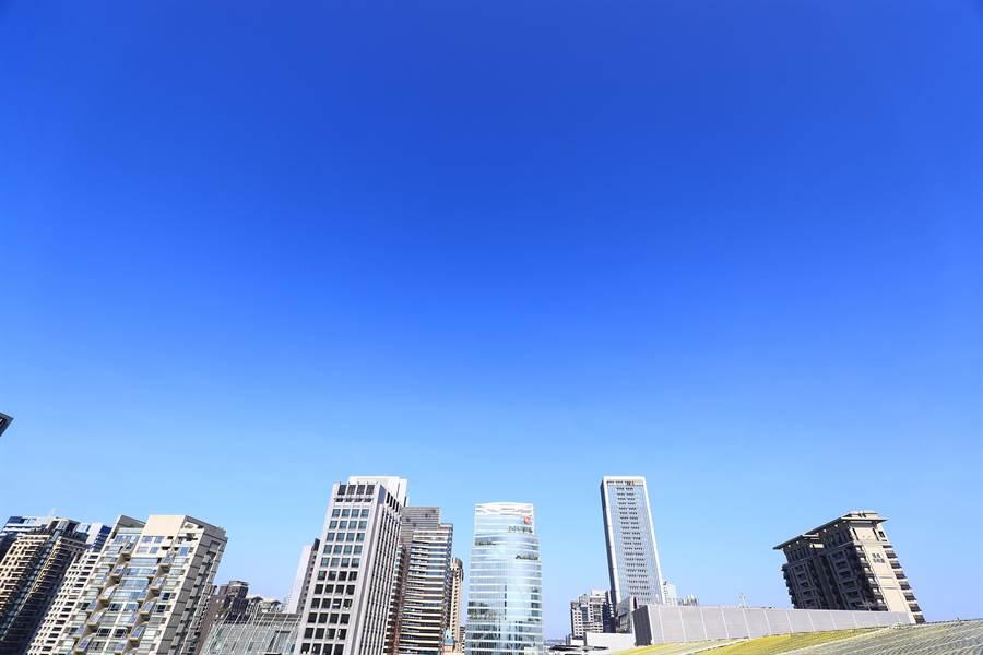 台中市新的商業辦公大樓,近幾年都集中在七期特區內,銷售率高。(盧金足攝)