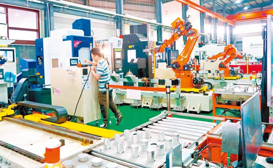 台灣製造業既擔心上游供貨不足,又擔憂下游需求減少。圖為台中精密機械科技園區。(本報系資料照片)