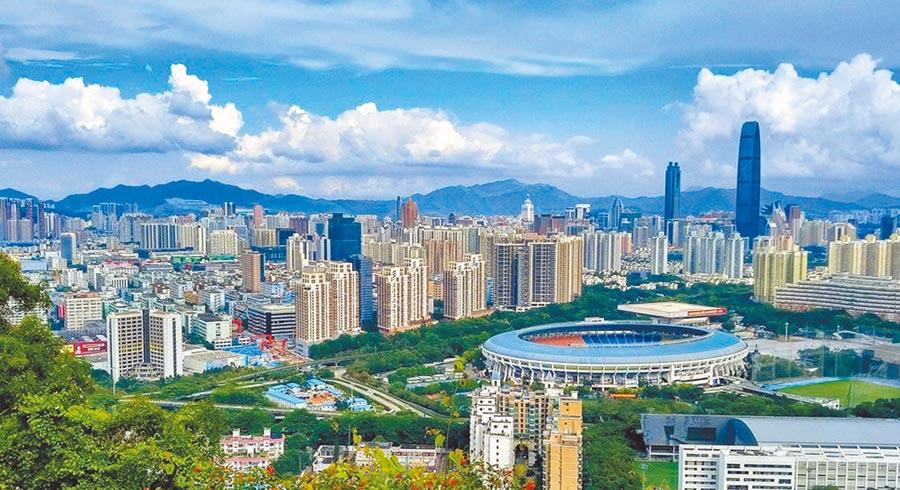 不受疫情影響,深圳一些建案依然賣得嚇嚇叫。(取自微博@鳳凰網財經)