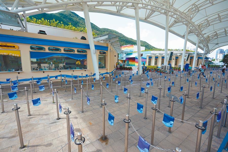 疫情重創旅遊業,香港海洋公園配合防疫,暫停開放。(中新社)