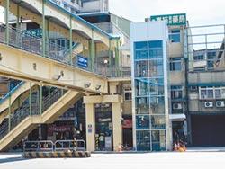 三重首座橫跨道路電梯陸橋 4月中啟用
